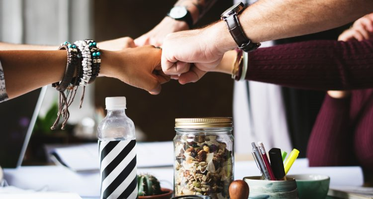 Samen arbeidsrijp. Hoe school, jongere en bedrijf er samen voor zorgen dat geleerd kan worden op de werkvloer.